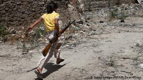 Symbolbild Syrien Kindersoldaten (Getty Images/AFP/D. Leal-Olivas)