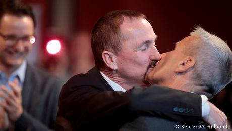 Deutschland Ehe für alle - Karl Kreil und Bodo Mende in Berlin (Reuters/A. Schmidt )