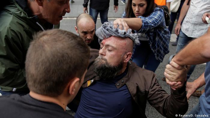 Spanien Referendum Proteste - Verletzter Mann in in Tarragona