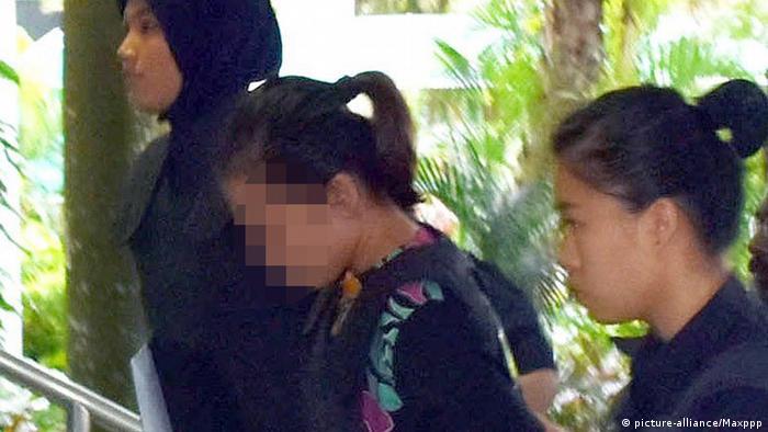 Підозрювану у вбивстві Кім Чен Нама ведуть до суду