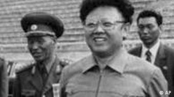 Nordkorea Kim Il Sung und Kim Jong Il auf Sportplatz 1992