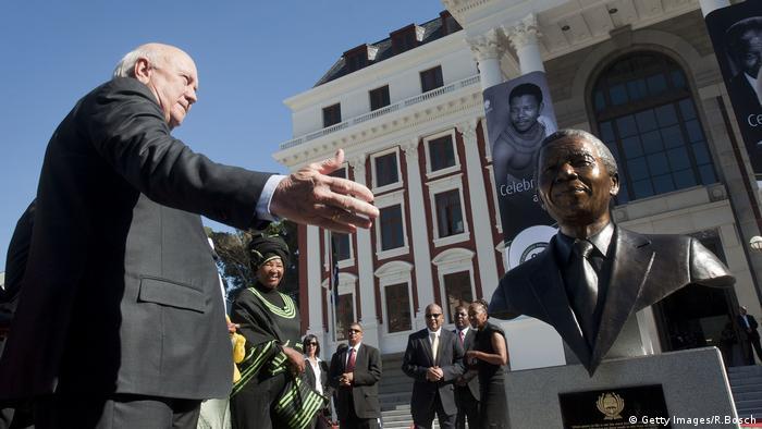 Aunque fue considerado un defensor del apartheid antes de ser presidente de Sudáfrica, Frederik Willem de Klerk fue esencial en la abolición de la segregación racial en su país.
