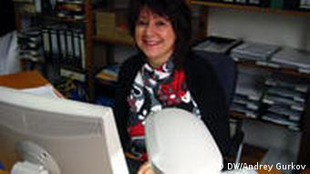 Кристель Эрхардт в своем рабочем кабинете