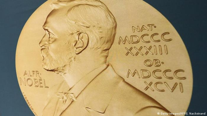Профиль Альфреда Нобеля на медали Нобелевской премии по физиологии или медицине