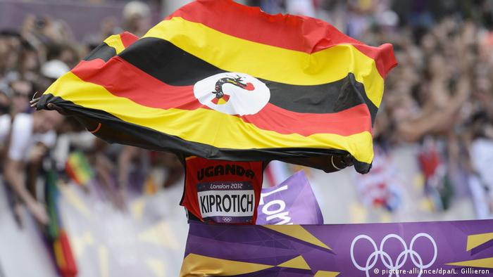 Stephen Kiprotich celebrates with a national flag as he crosses the finish line to win the London 2012 Olympic Games Men's Marathon (picture-alliance/dpa/L. Gillieron)