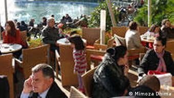 Albanien Land und Leute Kafe in Tirana (Mimoza Dhima)