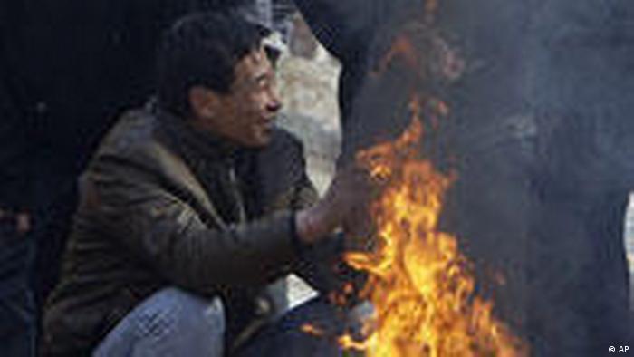 China Alltag 2009 arbeitslose Wanderarbeiter in Peking (AP)