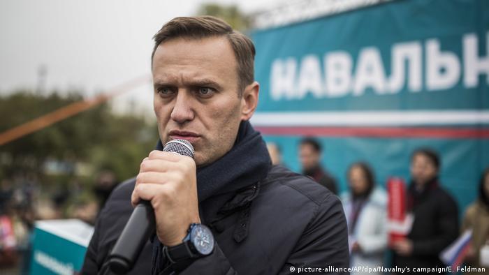 Russland Oppositionsführer Nawalny in einer Kundgebung (picture-alliance/AP/dpa/Navalny's campaign/E. Feldman)