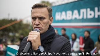 Russland Oppositionsführer Nawalny in einer Kundgebung