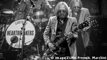 July 15, 2017 - Toronto, Ontario, Canada - American musician, singer, songwriter, multi instrumentalist and record producer. Tom Petty, performed a sold out show with his band, Tom Petty and the Heartbreakers, at the Air Canada Center in Toronto. In picture: TOM PETTY Toronto Canada PUBLICATIONxINxGERxSUIxAUTxONLY - ZUMAm154 20170715_zap_m154_048 Copyright: xAngelxMarchinix July 15 2017 Toronto Ontario Canada American Musician Singer Songwriter Multi instrumentalist and Record Producer Tom Petty performed a Sold out Show With His Tie Tom Petty and The Heartbreakers AT The Air Canada Center in Toronto in Picture Tom Petty Toronto Canada PUBLICATIONxINxGERxSUIxAUTxONLY ZUMAm154 20170715_zap_m154_048 Copyright xAngelxMarchinix