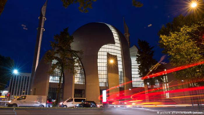 Central mosque in Cologne (picture alliance/dpa/R. Jensen)
