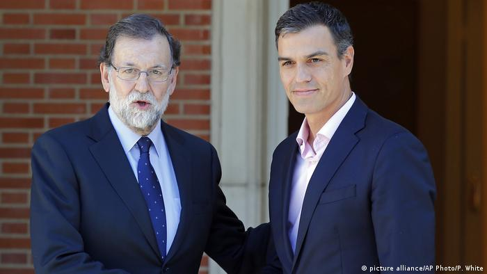 Spanien Rajoy und Sanchez (picture alliance/AP Photo/P. White)