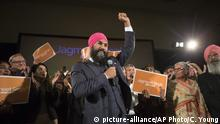 01.10.2017 +++ Jagmeet Singh celebrates with supporters after his first-ballot triumph in the contest for leader of the leftist New Democrat party in Toronto on Sunday, Oct. 1, 2017. The former lawyer will have an uphill battle when he challenges Canadian Prime Minister Justin Trudeau's governing Liberal Party in the next election. Singh's party has just 44 of the 338 seats in Parliament. (Chris Young/The Canadian Press via AP)  