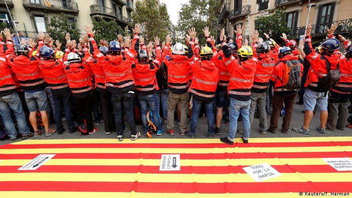 Spanien Barcelona Streik für Unabhängigkeit Feuerwehrleute (Reuters/Y. Herman)