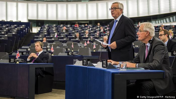 Europäisches Parlament in Straßburg | Jean-Claude Juncker & Michel Barnier & Nigel Farage (Getty Images/AFP/P. Hertzog)