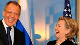 US-Außenministerin Clinton mit russischem Amtskollegen Lawrow (Foto: AP)