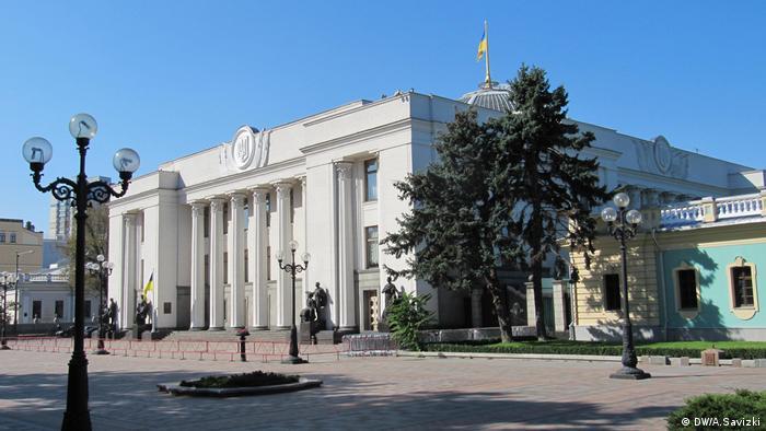 Верховна Рада вимагає від Путіна скасувати указ про спрощену видачу паспортів жителям Донбасу