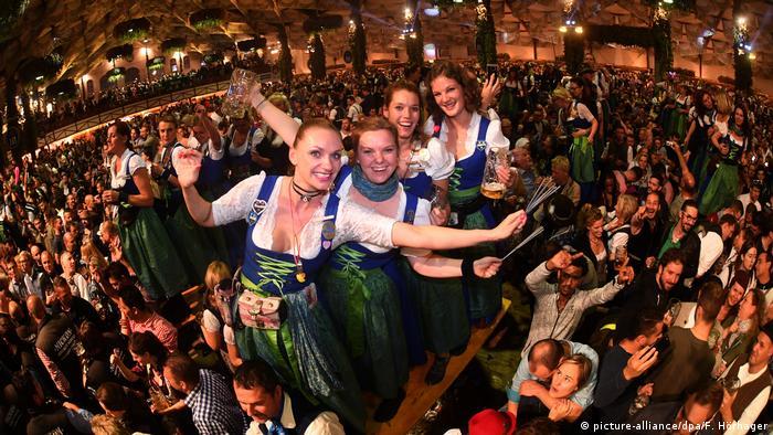 Deutschland München Oktoberfest (picture-alliance/dpa/F. Hörhager)