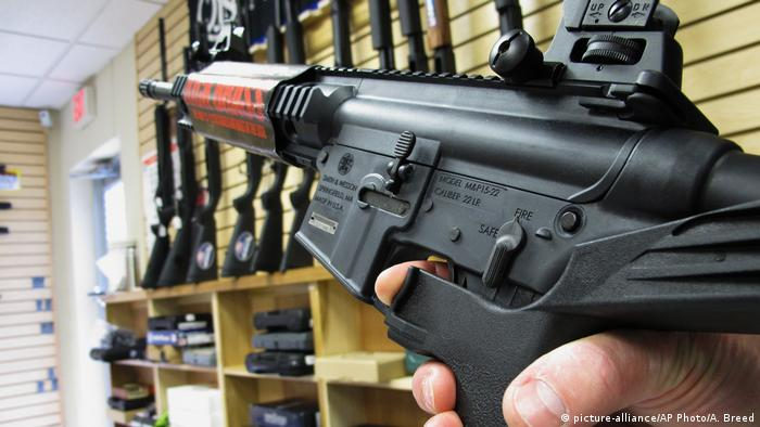 A semi-automatic weapon with a bump stock (picture-alliance/AP Photo/A. Breed)
