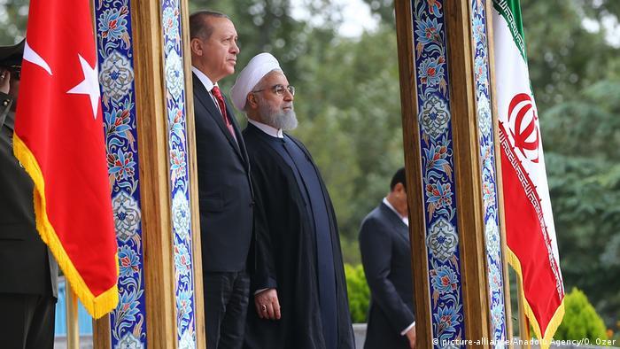 Iran Präsident Hassan Rohani & Tayyip Erdogan, Präsident Türkei (picture-alliance/Anadolu Agency/O. Ozer)