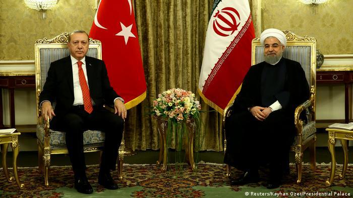 Реджеп Таїп Ердоган (ліворуч) і Хасан Роухані під час зустрічі в Тегерані 4 жовтня