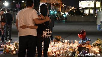 Траур в Лас-Вегасе после стрельбы по тем, кто пришел на концерт 1 октября