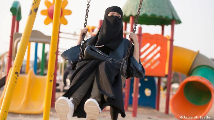 نتيجة بحث الصور عن للناشطة في مجال حقوق المرأة سارة العتيبي