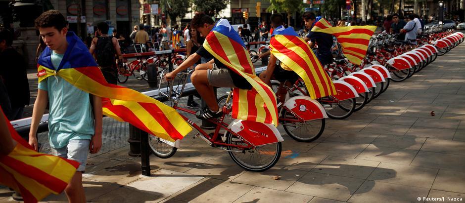 Manifestantes em Barcelona após o referendo de independência