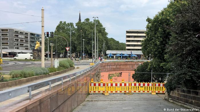 Passagem para pedestres fechada em Dresden