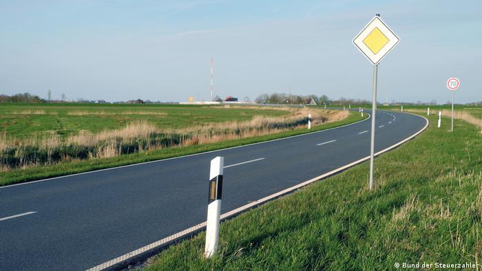 Rodovia obsoleta no norte da Alemanha