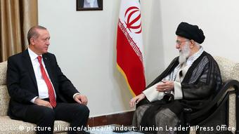 Iran Erdogan und Khamanei (picture alliance/abaca/Handout: Iranian Leader's Press Office)