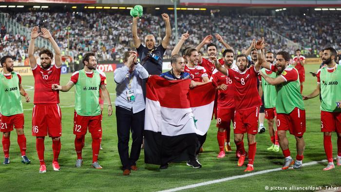 Syriens Team bejubelt in Teheran den Einzug in die Playoffs gegen Australien. Foto: dpa-pa