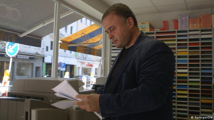 В Германии журналист Джасур Мамадов снял видео о попрании свободы слова и диктатуре в Азербайджане