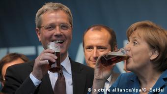 Φωτογραφία από τις παλιές, καλές εποχές: προεκλογικές μπύρες με την Άνγκελα Μέρκελ