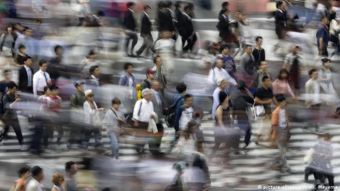 Japan Tokio Fußgänger Symbolbild Hektik (picture-alliance/dpa/K. Mayama)
