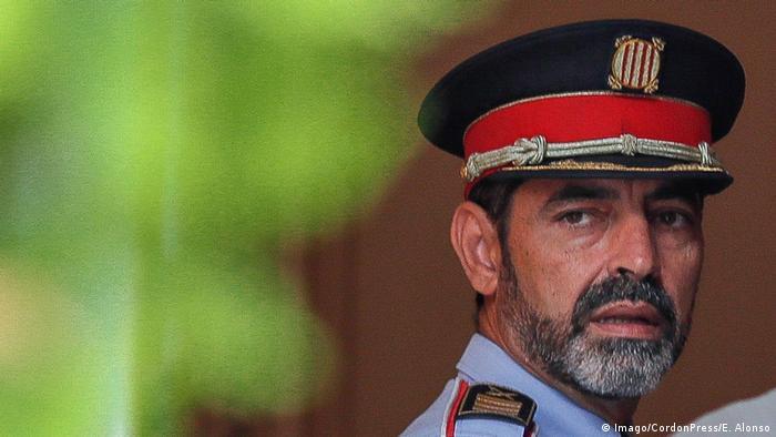 La Fiscalía española pidió prisión provisional sin fianza para Josep Lluís Trapero, jefe de la Policía de Cataluña, por presunta sedición. Horas más tarde quedó en libertad provisional y seguirá como imputado. 16.10.2017
