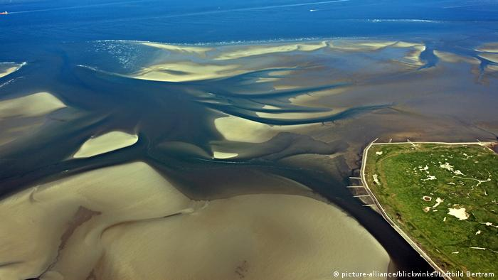 Wadden Sea Nationalpark (picture-alliance/blickwinkel/Luftbild Bertram)