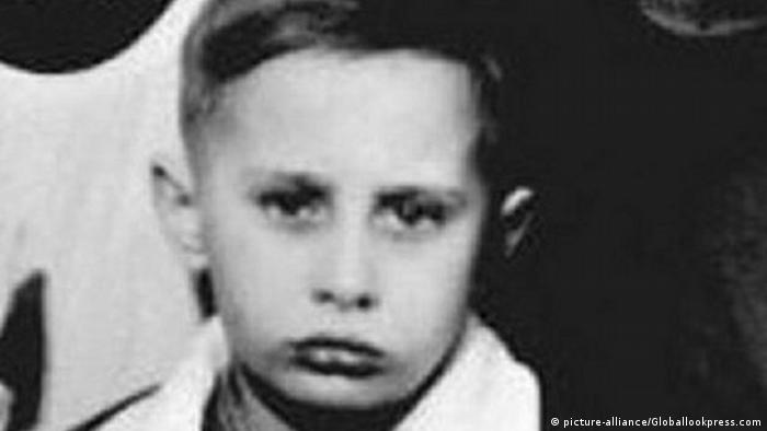 Bildergalerie Putin wird 65 als Kind auf einem Klassenfoto (picture-alliance/Globallookpress.com)
