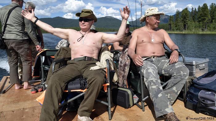 Владимир Путин и Сергей Шойгу на отдыхе