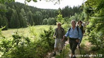 Wanderer im Vessertal bei Suhl. (Foto: dpa)
