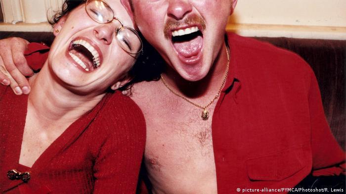 Junge Frau und junger Mann lachen (picture-alliance/PYMCA/Photoshot/R. Lewis)