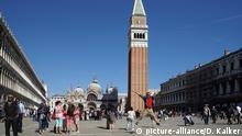 Italien | Markusplatz in Venedig (picture-alliance/D. Kalker)