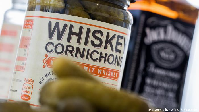 Whiskey-flavored pickles at the Anuga trade fair (picture-alliance/dpa/R. Vennenbe)