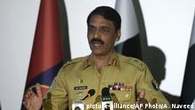 Pakistan Asif Ghafoor (picture-alliance/AP Photo/A. Naveed)