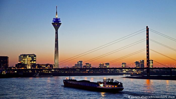Rhine bridges, Dusseldorf (picture-alliance/blickwinkel/S. Ziese)