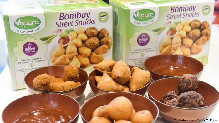 Bombay Street Snacks on display in bowls at the Anuga trade food fair (Koelnmesse GmbH/T. Klerx)