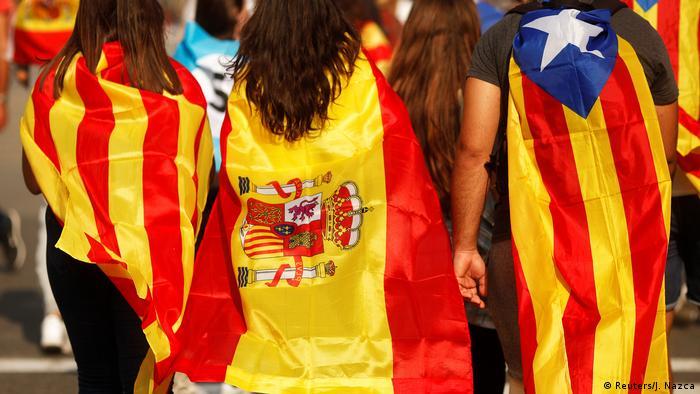 Spanien Barcelona Flaggen (Reuters/J. Nazca)