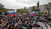 Russland Moskau Demonstration gegen Putin an Alexander Puschkin Statue