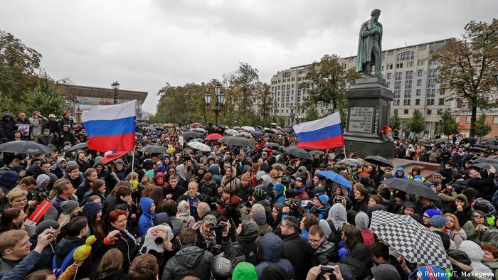 Демонстрация в поддержку Алексея Навального на Пушкинской площади в Москве