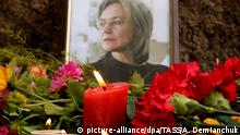 07.10.2017 +++ ST PETERSBURG, RUSSIA - OCTOBER 7, 2017: Candles and flowers brought to the Solovetsky Stone in St Petersburg to mark the 11th anniversary of assassination of journalist Anna Politkovskaya. Alexander Demianchuk/TASS Foto: Alexander Demianchuk/TASS/dpa |
